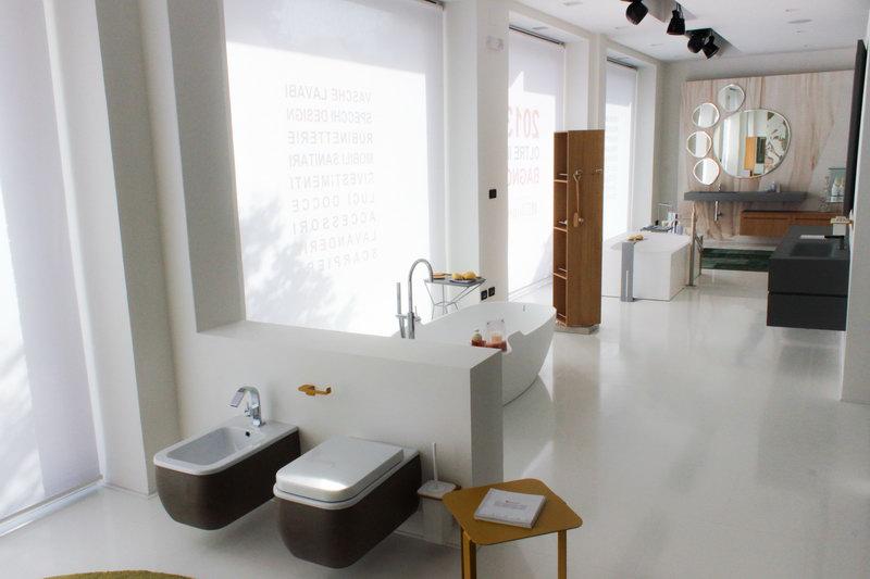 Decorazioni murali pitture decorative interne - Imbiancare il bagno ...