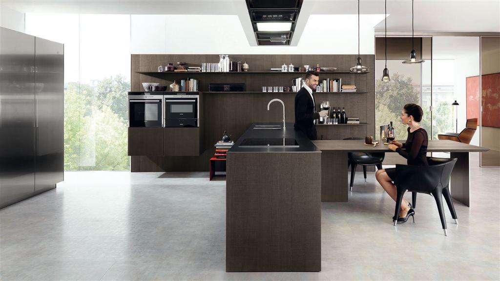 la cucina euromobil che si estende nella zona giorno creando living elegantissimi funzionali e coordinati